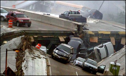 featured_I_35W_bridge_collapse